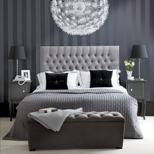 Decorating-ideas-for-black-and-white-bedroom