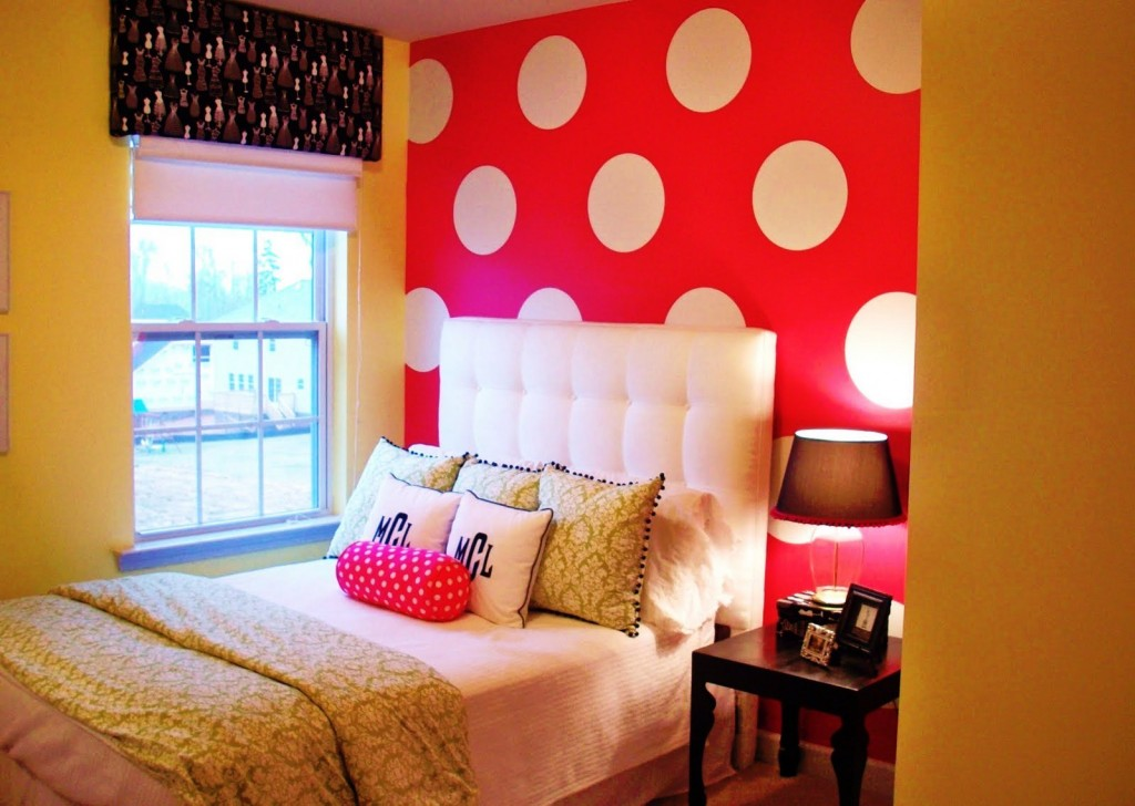Julia cavallaro designs create simple live grand for Bright bedroom wallpaper