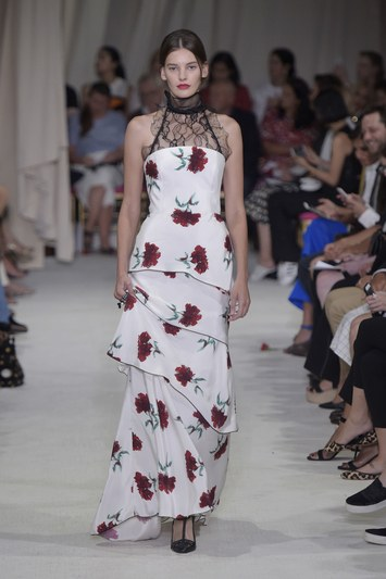 fashion-2015-09-oscar-de-la-renta-spring-2016-runway-gowns-dresses-carnations-with-lace-main