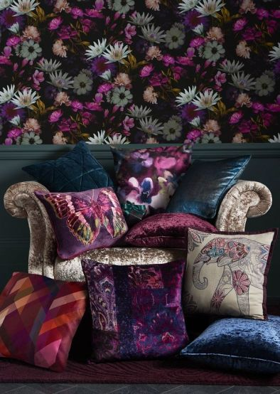 f6844078e15474b2b90206fef2a35e3a--floral-bedroom-dark-wallpaper